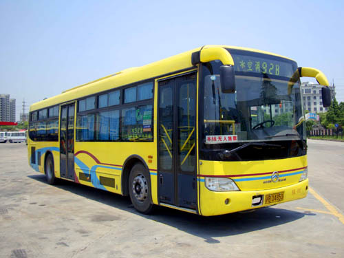 让杨国平最为满意的是厦门金旅的油电混合动力客车.据他高清图片