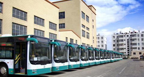 金旅xml6125jhev系列混合动力客车采用柴油和电混合能源驱动,高清图片