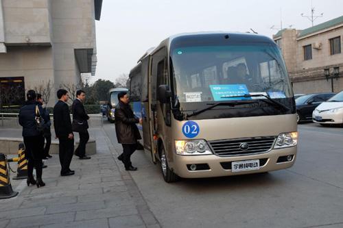 中国电动汽车百人会代表乘坐宇通E7上会-宇通引领新能源客车从示范
