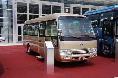 考斯特商旅领航版作为国内自主品牌中巴最高端的商务接待车,搭载
