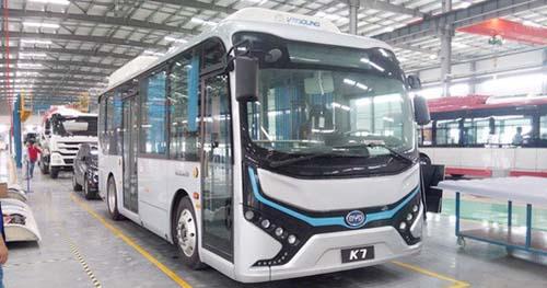 现场下线的比亚迪K7纯电动客车-天津比亚迪纯电动客车下线 打造中国高清图片