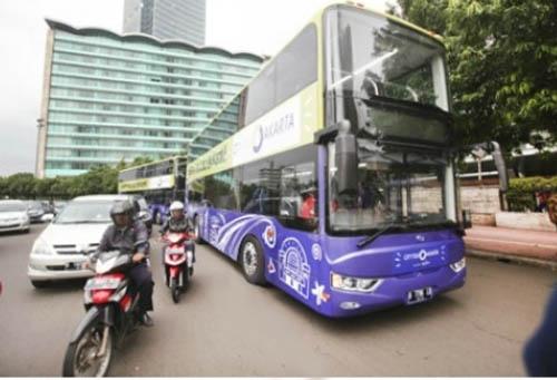 亚星双层巴士出口印尼 流动风景扮靓雅加达